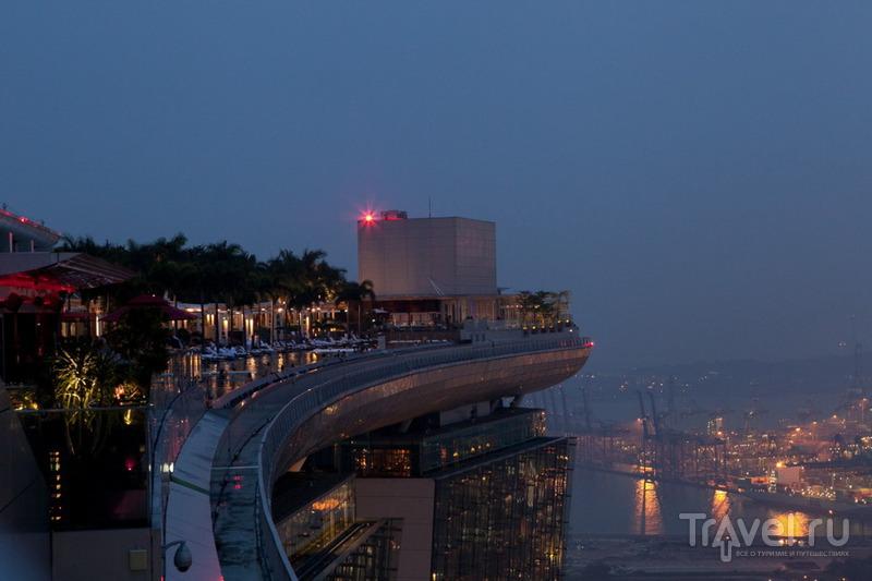 Забраться на площадку обозрения / Сингапур