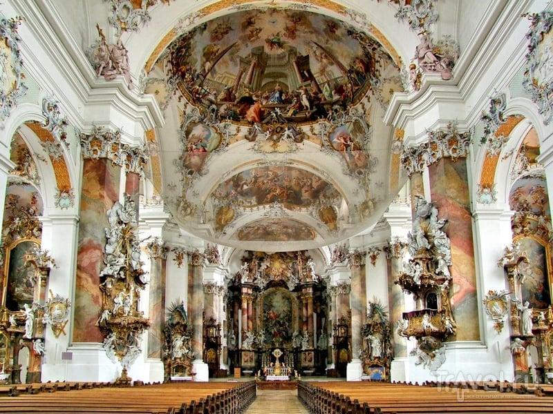Внутреннее убранство базилики Святых Александра и Теодора в Баварии / Германия