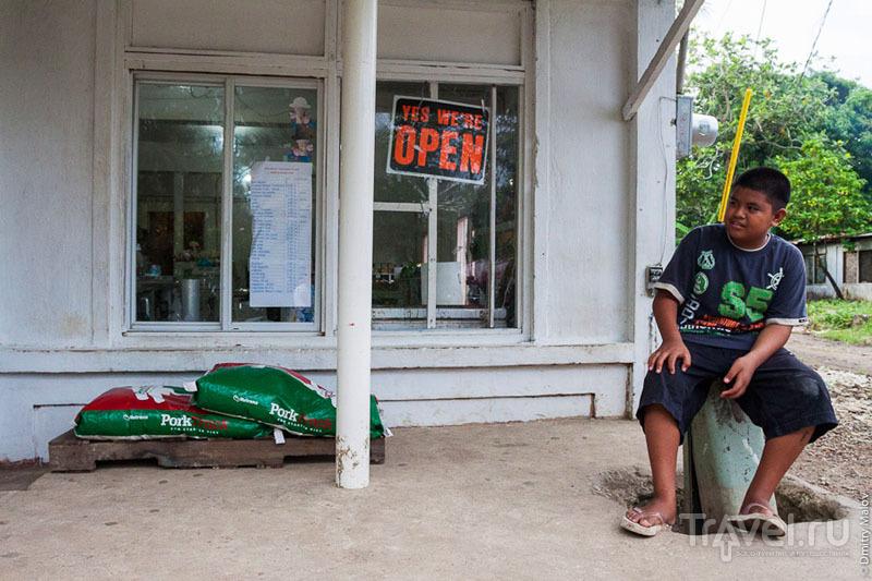 Продажа корма для свиней на острове Косрае, Микронезия / Фото из Микронезии