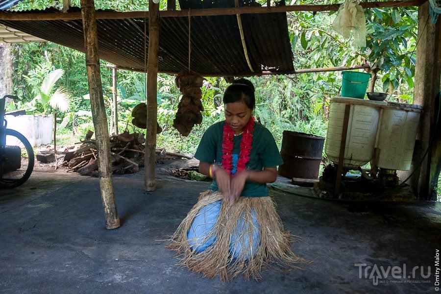 Движения народного танца на острове Косрае, Микронезия / Фото из Микронезии