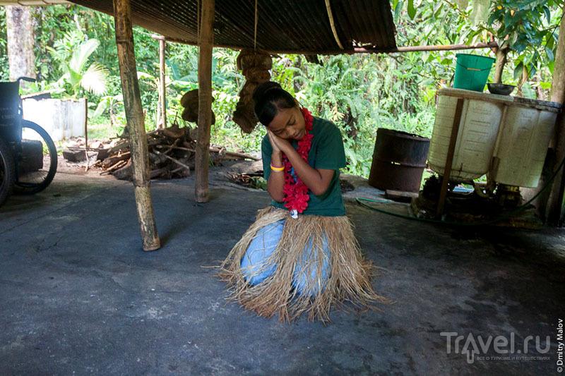 Исполнительница народного танца на острове Косрае, Микронезия / Фото из Микронезии