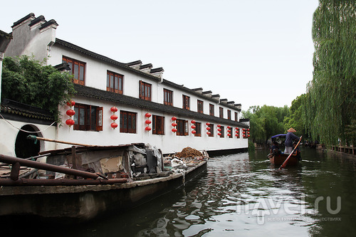 Лодка-мусоровоз / Китай