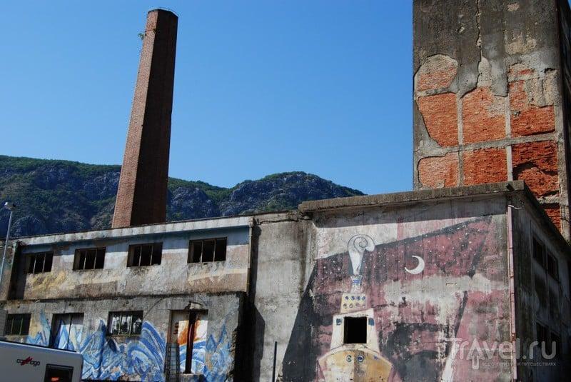 Место похоже на завод / Черногория