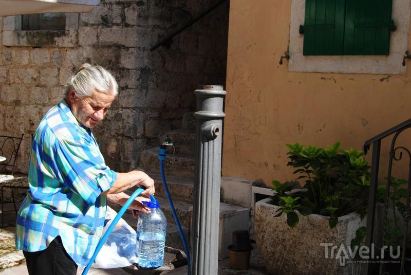 Колонка с питьевой водой / Черногория