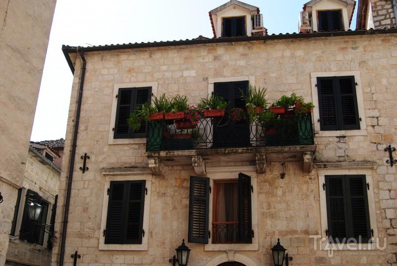 Балкон с цветами / Черногория