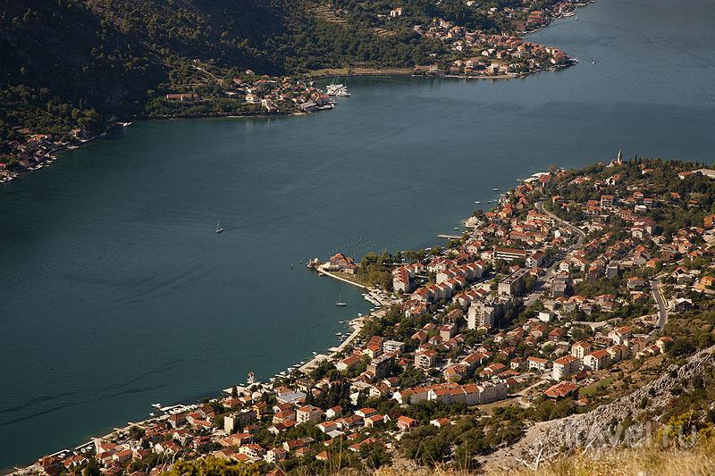 Вид на город Котор с горы, Черногория / Фото из Черногории