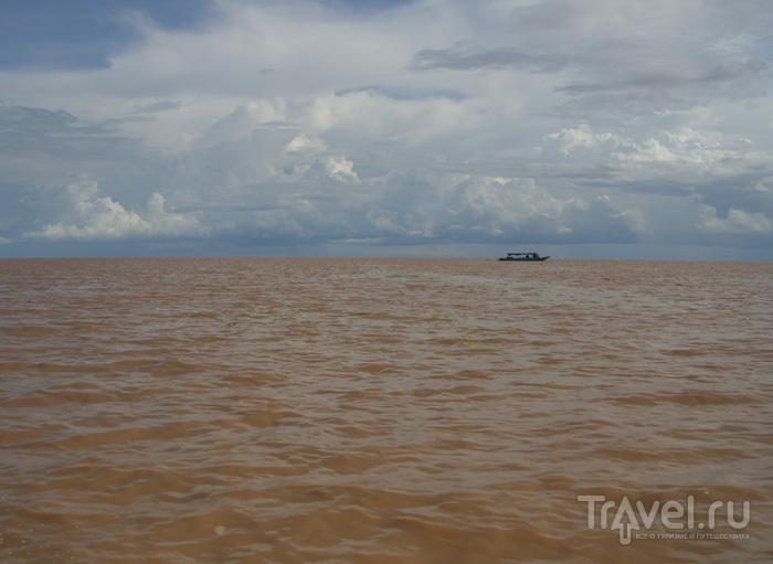 Вода в озере / Камбоджа