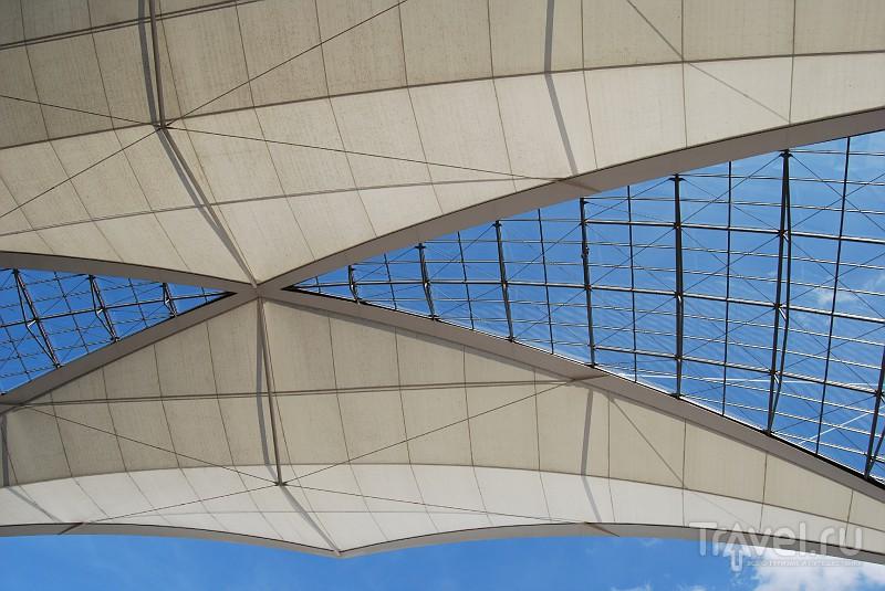 Крыша между терминалами мюнхенского аэропорта, Германия / Фото из Германии