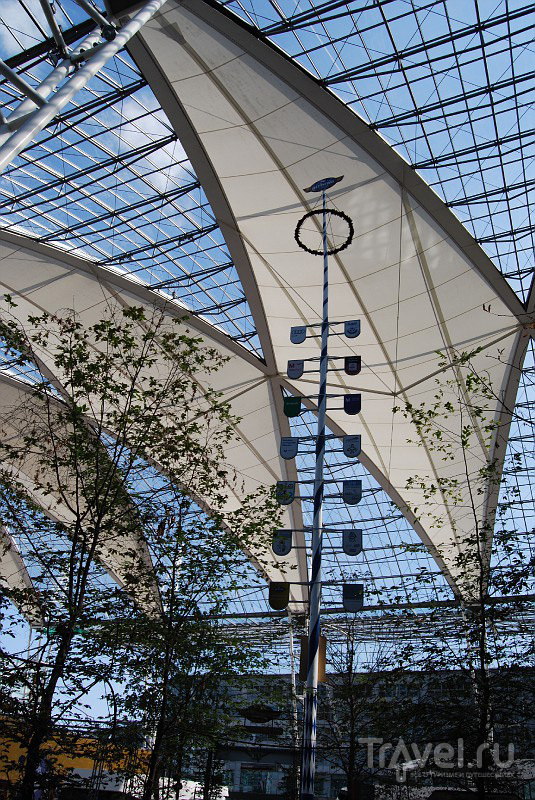 Во «дворе» мюнхенского аэропорта, Германия / Фото из Германии