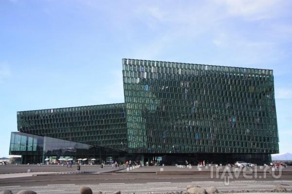 Ультрасовременные здания порта / Исландия