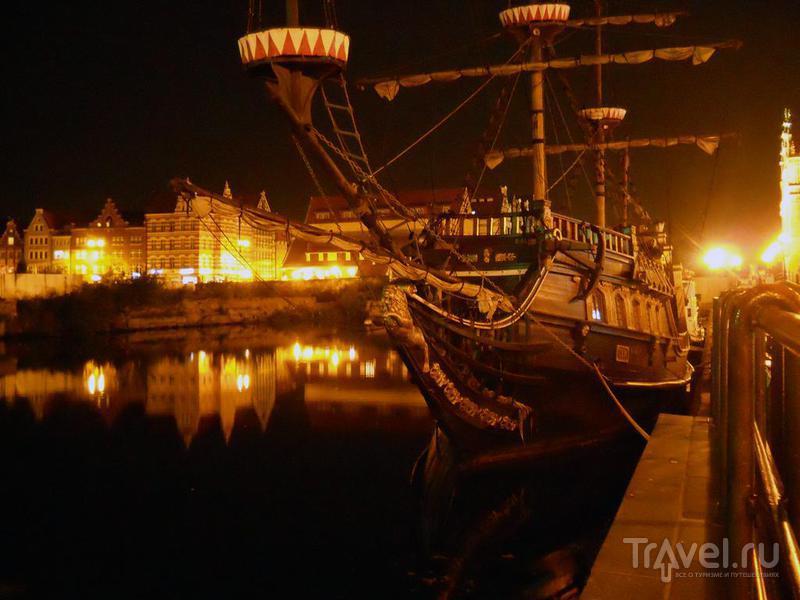 Старинное судно у набережной / Польша