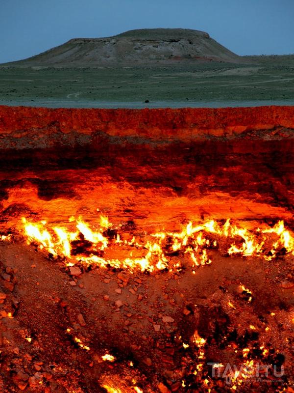 Газовый кратер Дарваза в Туркменистане  / Туркменистан