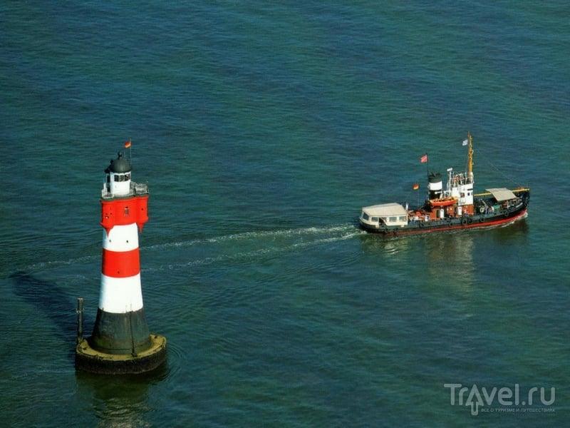Переправа туристов на баркасе Goliath в порт Бремерхафена, Северное море / Германия