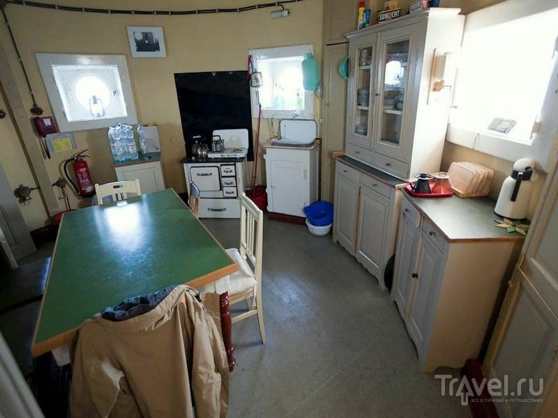 Кухня и гостиная в 127-летнем маяке Roter Sand, Северное море / Германия
