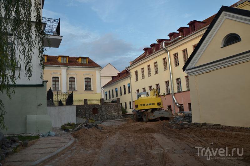 Перекопанная брусчатка в Троицком предместье / Фото из Белоруссии