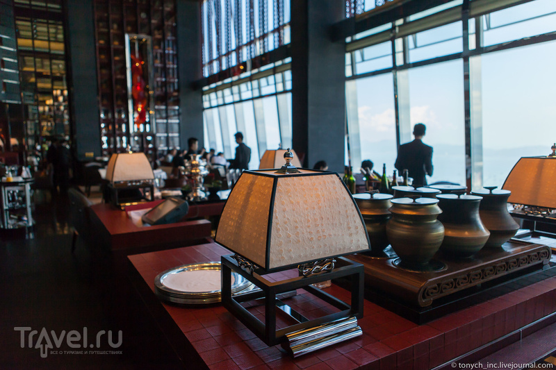 483 метра над уровнем неба: самый высокий отель в мире / Фото из Гонконга