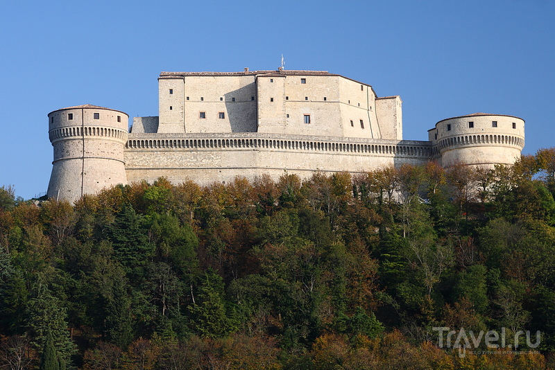 Сан-Лео - замок на вершине / Фото из Италии