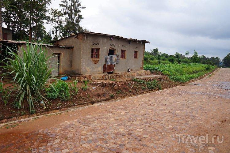 Шел по улице Музунгу / Руанда