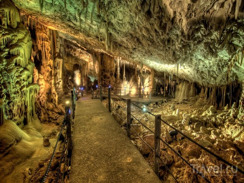 Туристическая тропа в карстовой пещере Авшалом, Израиль / Израиль