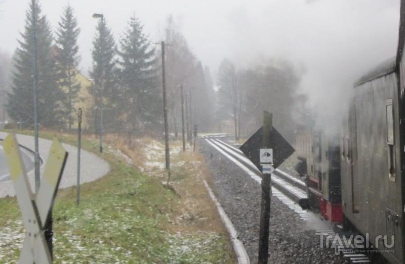 Руины замка Ойбин и узкоколейная железная дорога Циттау / Германия