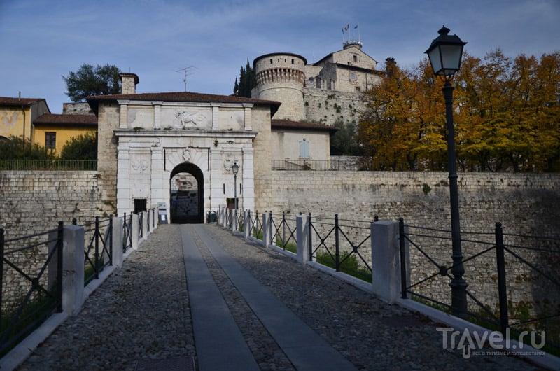 Ворота в замок Брешии / Фото из Италии
