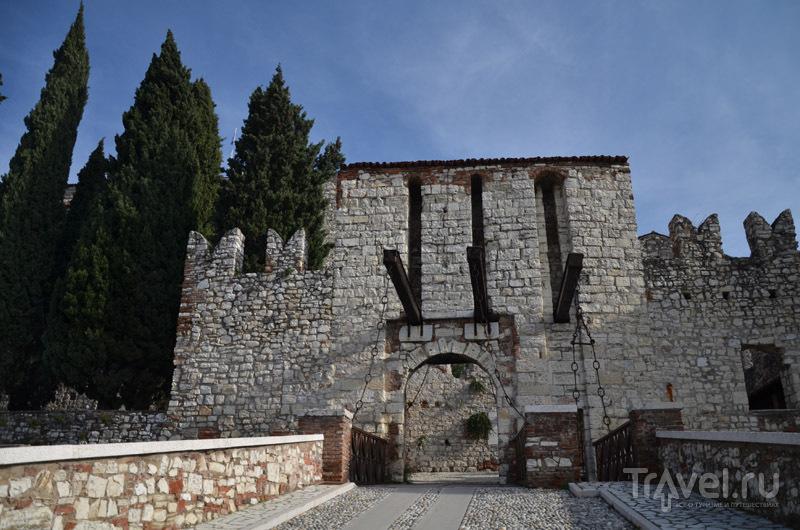 Ворота в замке Брешии / Фото из Италии