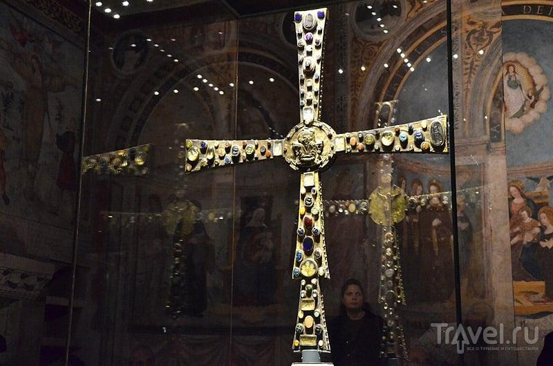 Крест - одна из главных ценностей в музее / Фото из Италии
