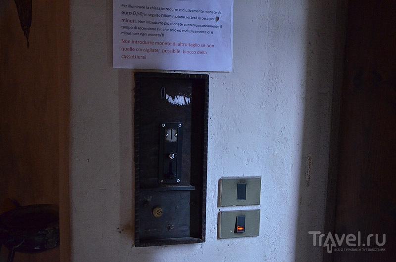 Включатель света в церкви / Фото из Италии