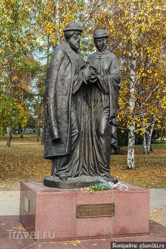 Памятник благоверным Петру и Февронии в Иркутске / Фото из России