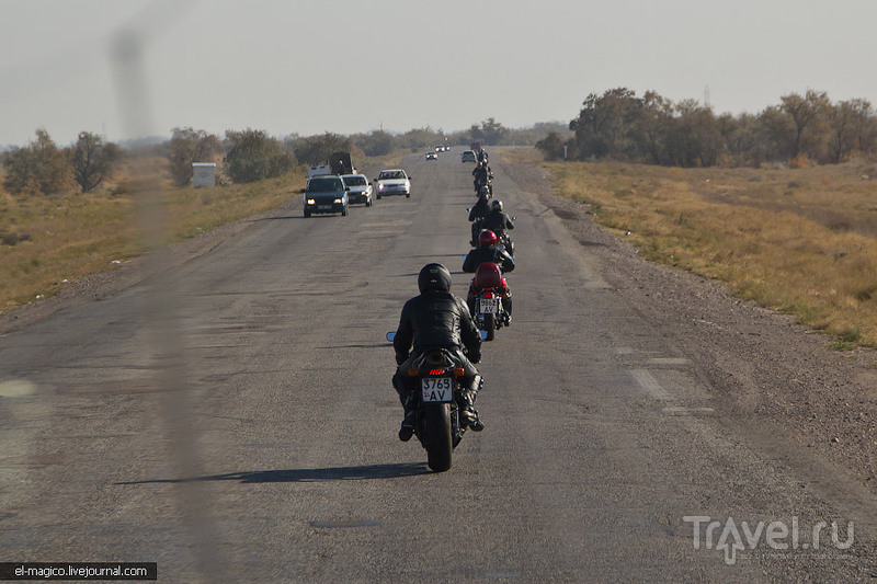 Казахстан. Виды при посадке в аэропорту Алматы и дорога до Чарынского каньона / Казахстан
