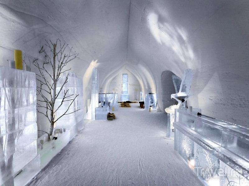 Интерьеры часовни Lapp Kota, возведенный из снега и льда, Финляндия / Финляндия