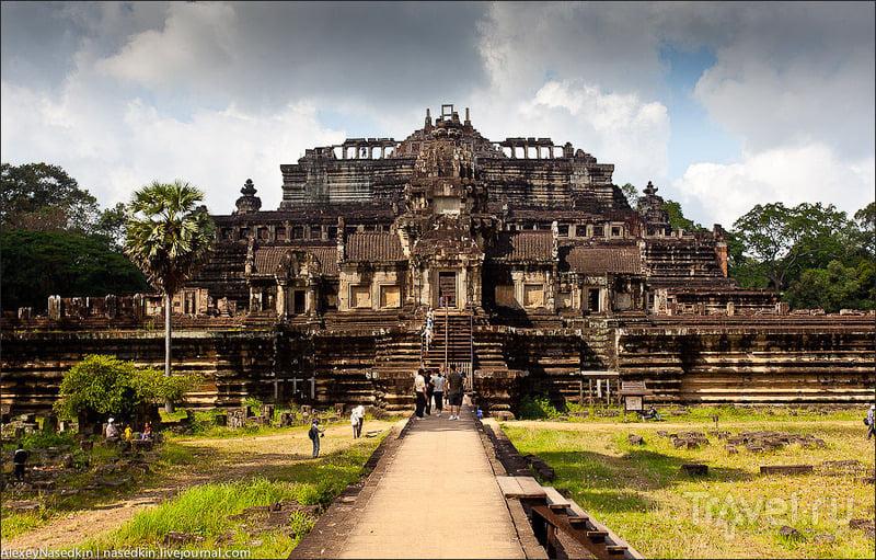Храм Бапхуон в Aнгкор-Тхоме, Камбоджа / Фото из Камбоджи