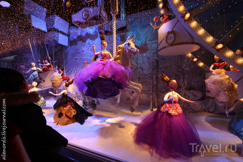 Праздничные витрины Printemps: рождественский Париж глазами Dior / Франция