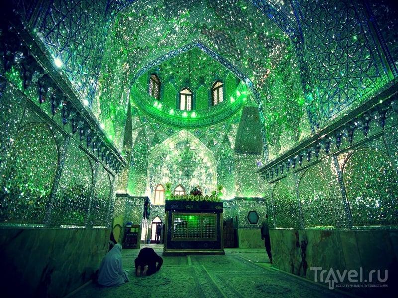 Зеркальная мечеть Imamzadeh-ye Ali Ebn-e Hamze в Ширазе, Иран / Иран