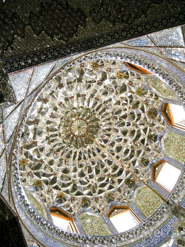 Наполненная светом иранская святыня, Шираз / Иран