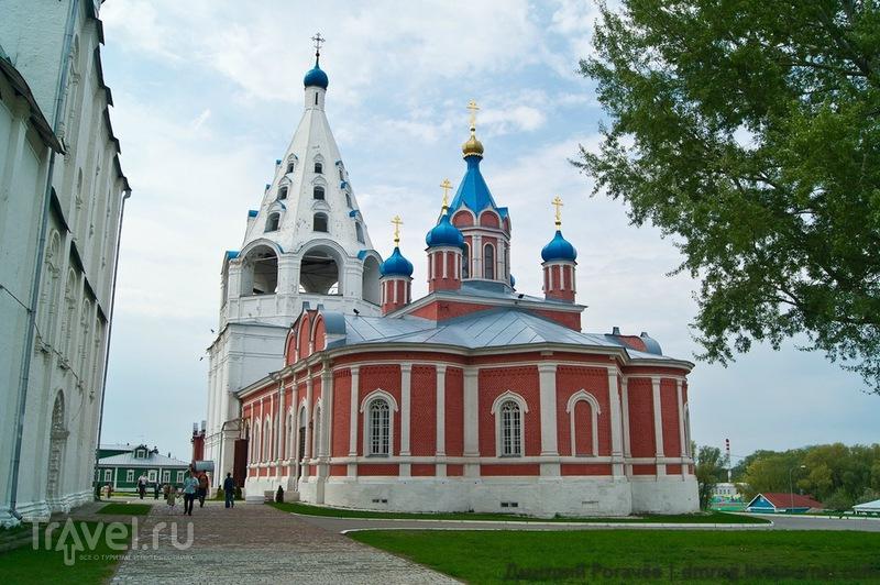 Церковь Тихвинской иконы Божией Матери и Соборная колокольня в Коломне / Фото из России