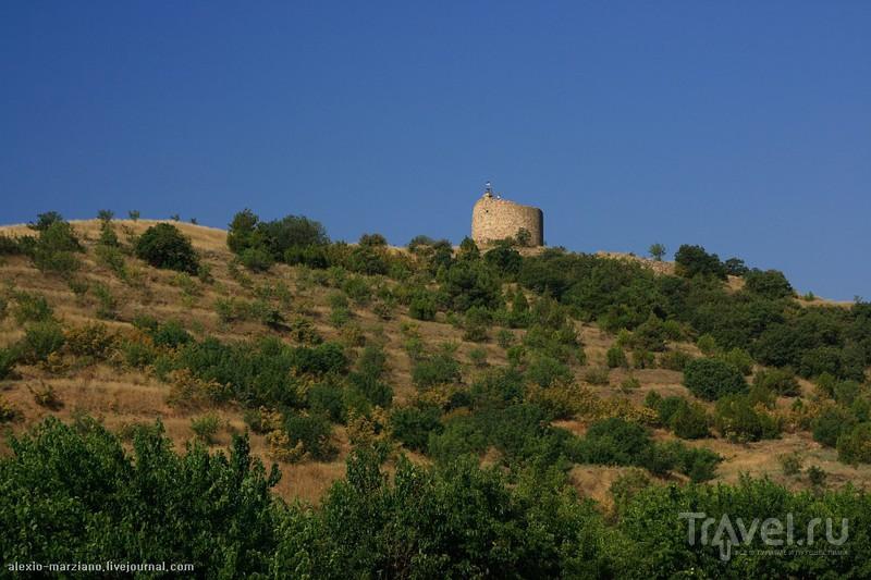 Развалины башни Чобан-Кале, Крым / Фото с Украины
