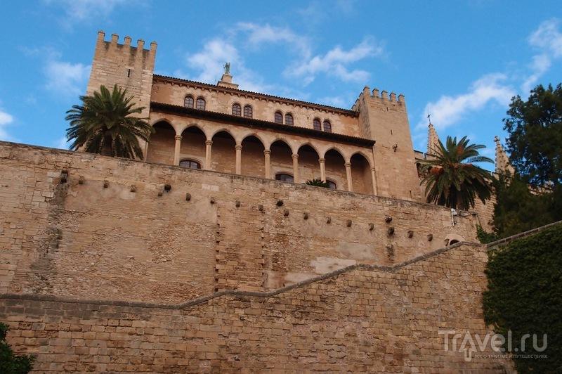 Дворец Альмудайна в Пальма-де-Майорка, Испания / Фото из Испании