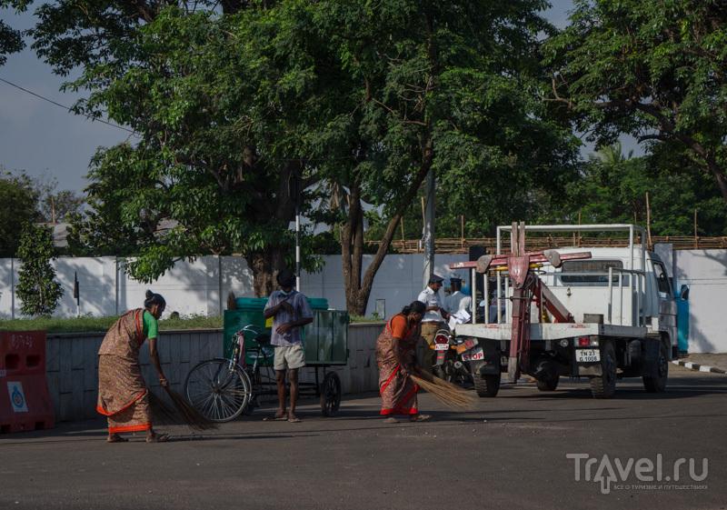 Подметают улицы / Фото из Индии