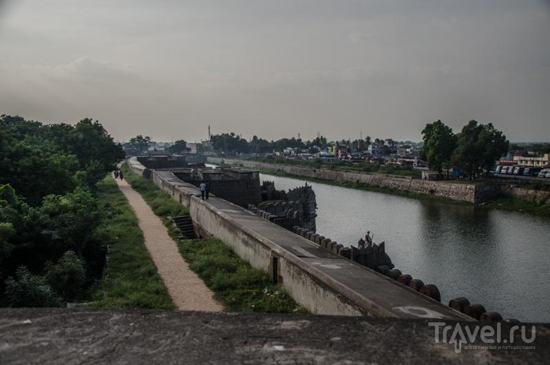 Река и форт / Фото из Индии