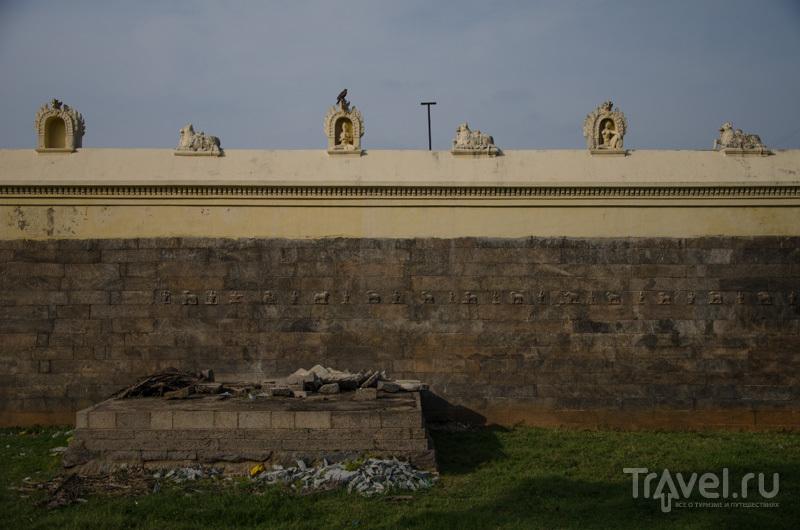Стена вокруг Золотого храма / Фото из Индии