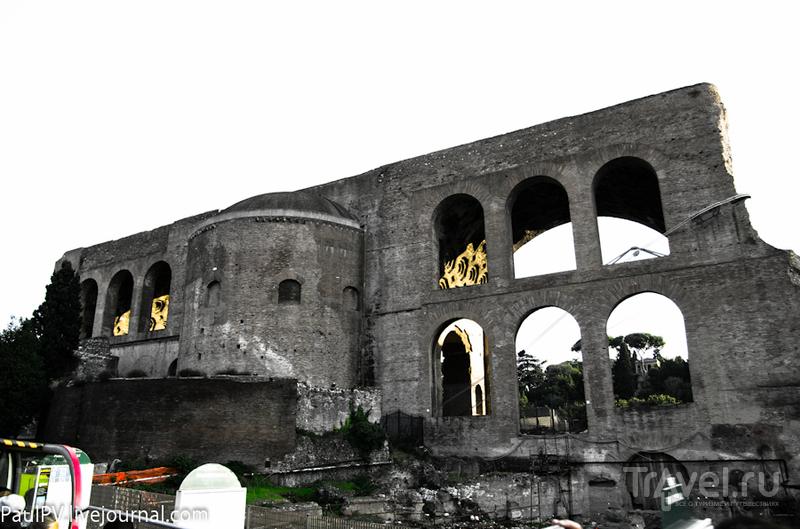 Базилика Константина (Basilica di Massenzio) в Риме, Италия / Фото из Италии