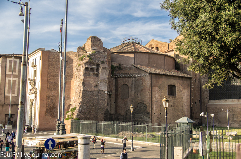 Базилика Санта-Мария-Дельи-Анджели-э-деи-Мартири в Риме, Италия / Фото из Италии