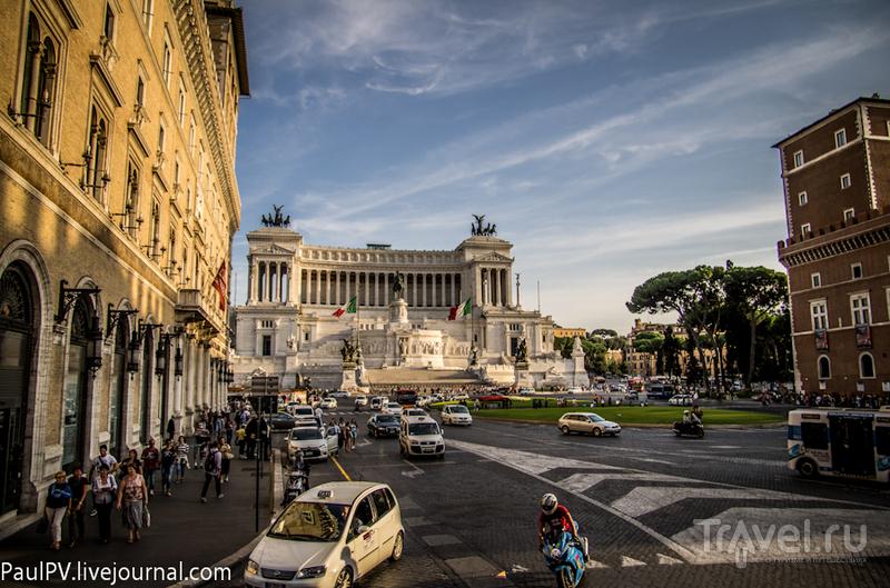 Венецианская площадь на склоне Капитолийского холма в Риме, Италия / Фото из Италии
