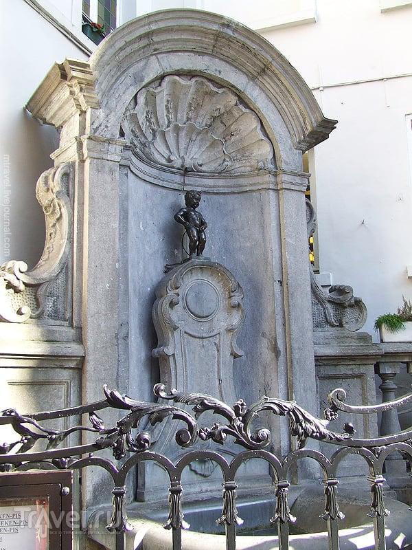 """Статуя """"Писающий мальчик"""" в Брюсселе / Фото из Бельгии"""