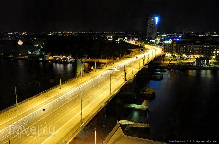 Ночной Копенгаген. Длинная полоса света на горизонте - шведский город Мальмё / Фото из Дании