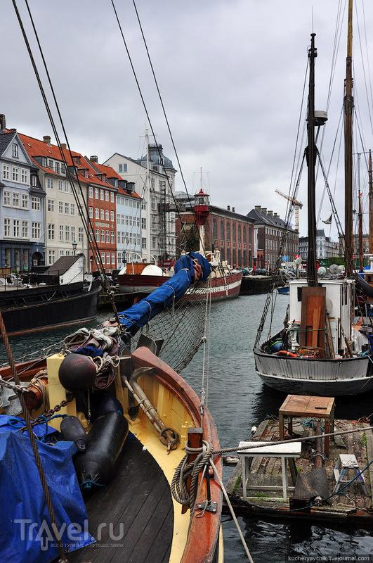 """Исторические корабли (""""олдтаймеры"""") стоят на приколе в старой гавани Копенгагена. Корабельный транспорт до сих пор является одной из основных статей датской экономики / Фото из Дании"""