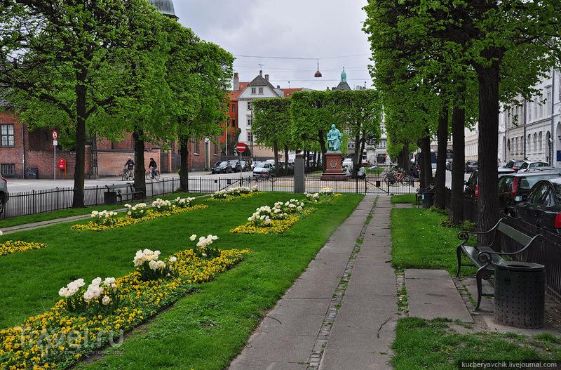 Памятник датскому композитору Хартманну / Фото из Дании