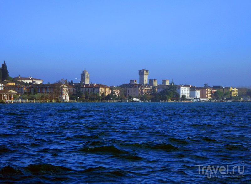 Вид на замок с озера, Сирмиона / Фото из Италии