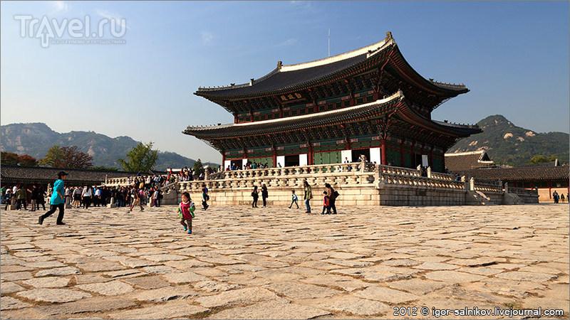 Павильон Кынчжон (Geunjeongjeon) в Императорском дворце Кёнбоккун в Сеуле, Южная Корея / Фото из Южной Кореи